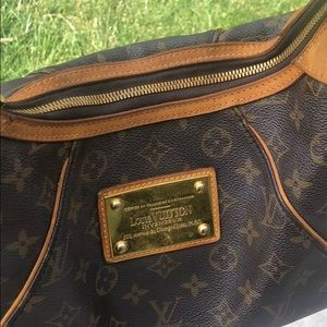 Louis Vuitton Bags - Louis Vuitton Thames SUPER CUTE!